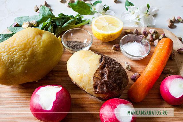 cartofi fierti in coaja, si alte ingrediente pentru salata vegana cu fistic si flori de mar
