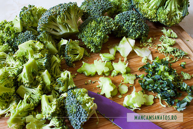preparare broccoli crud  pentru broccoli cu dressing din seminte de mustar si de canepa