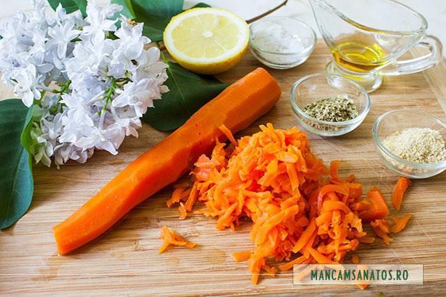 ingrediente pentru morcovi fierti la abur, usor picanti, cu flori de liliac