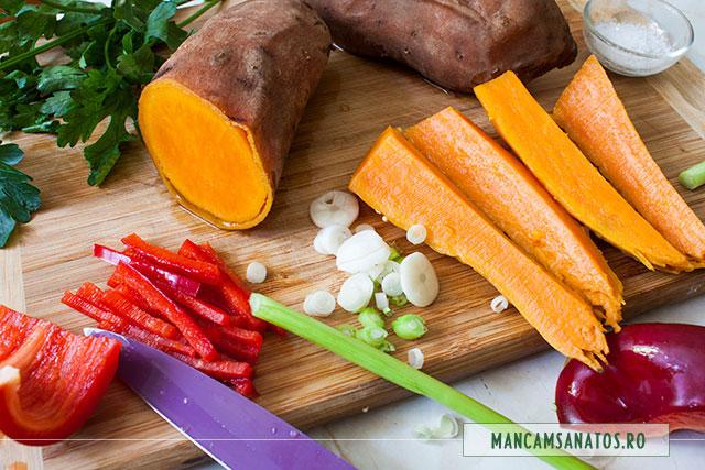 cartofi dulci, fierti in coaja, cu legume crude, pentru asezonare