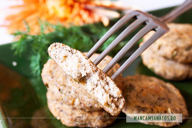 chiftele vegane de naut, cu seminte de chia si verdeturi, detaliu