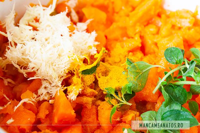 morcovi fierti pasati si ingrediente crude adaugate, pentru sos picant de morcovi si oregano