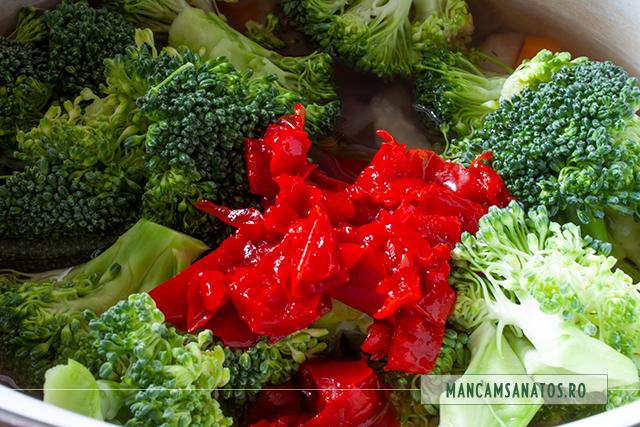 broccoli si ardei, adaugate, la fiert, pentru ciorba acra, cu broccoli si tarhon