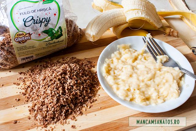 banane zdrobite si fulgi de hrisca, pentru fursecuri vegane din doua ingrediente