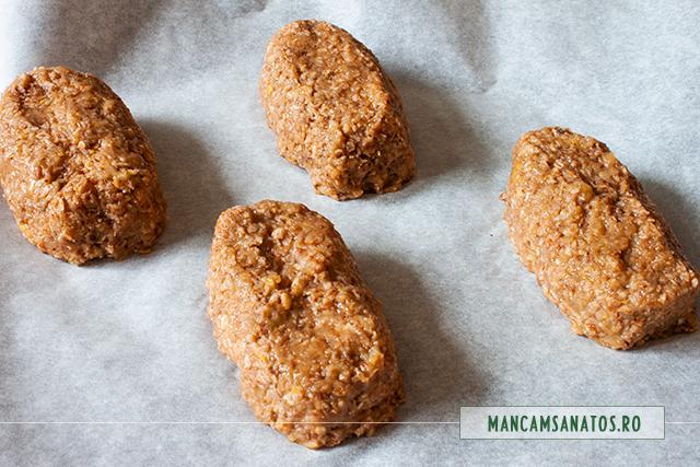 mini checuri raw vegane din trei ingrediente, formatate pentru cuptor