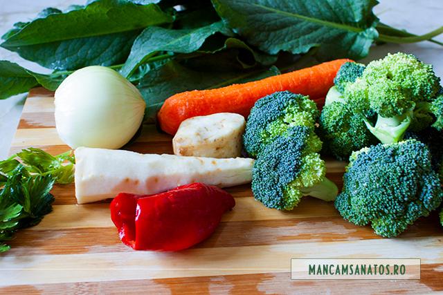 ingrediente pregatite pentru supa crema de broccoli cu frunze crude de telina si stevie