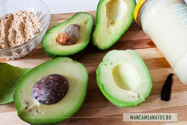 parte din ingrediente cema minitort raw vegan cu crema de visine si pudra de maca