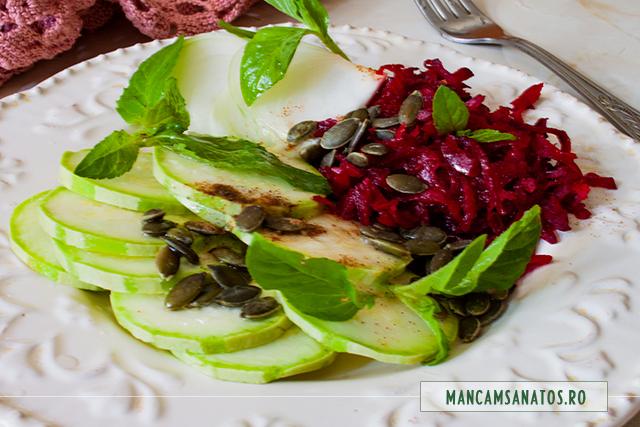 platou raw vegan cu seminte de dovleac si frunze de menta