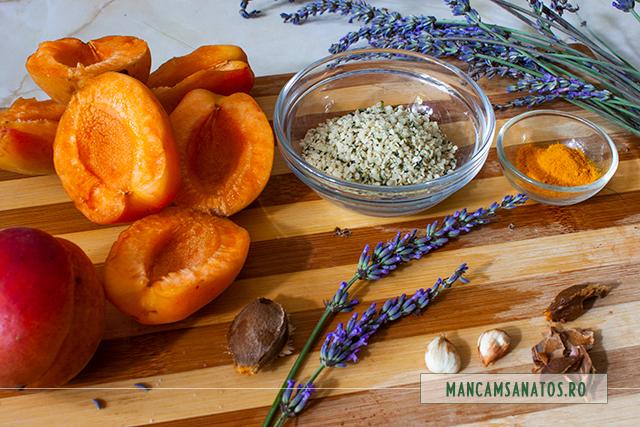 ingrediente pentru smoothie de caise, cu flori de lavanda