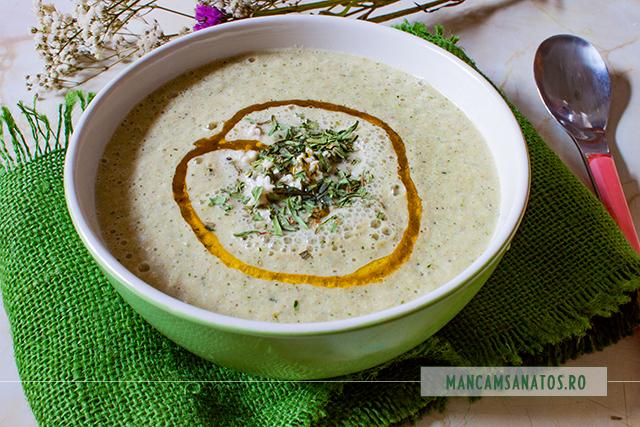 supa rece de dovlecei, cu seminte de canepa si tarhon uscat