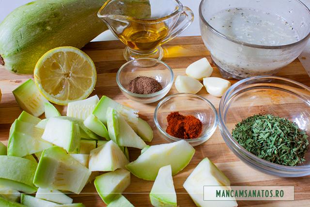 ingrediente pentru supa rece de dovlecei, cu seminte de canepa si tarhon uscat