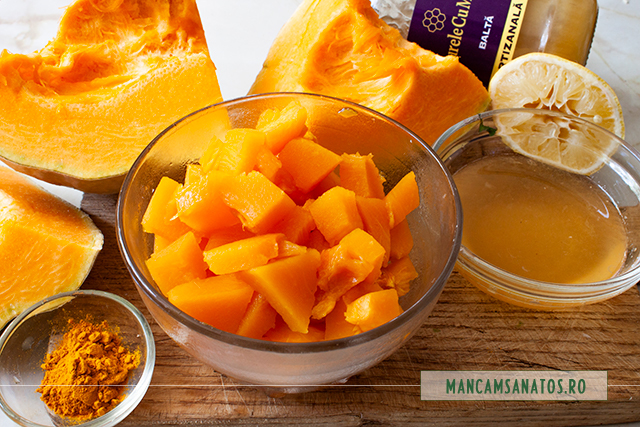 ingrediente pentru dovleac la abur, cu sos de miere de balta si turmeric