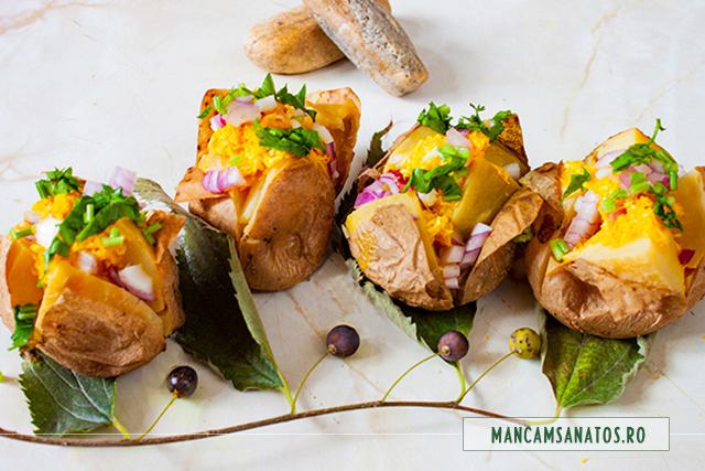 cartofi copti, cu ceapa si verdeturi aromatizate