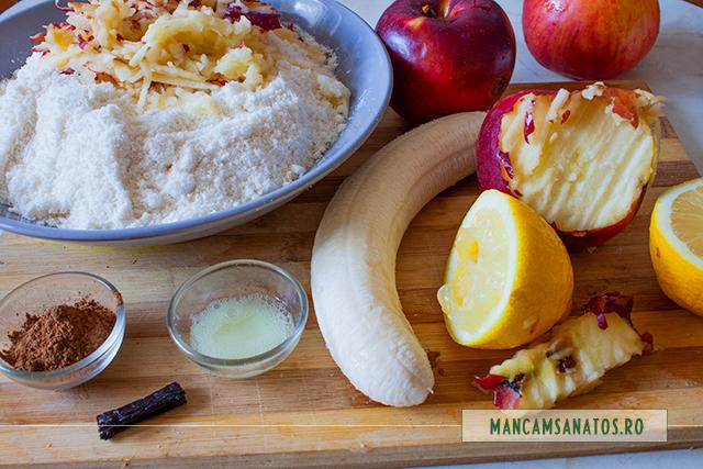 ingrediente pentru briose vegane cu faina de cocos, banana, mere  si scortisoara