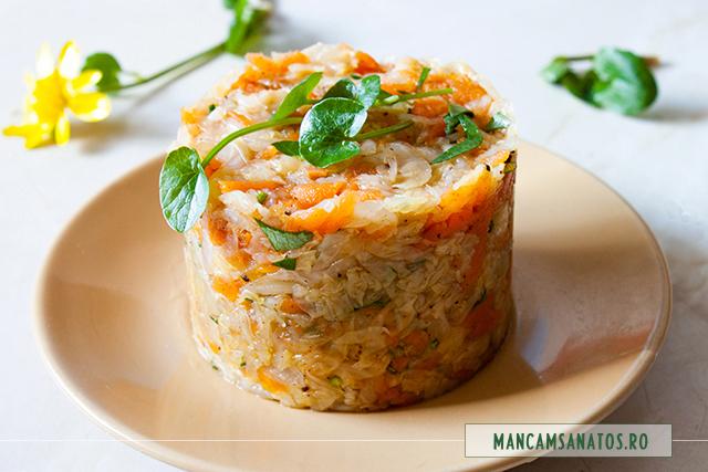 salata de morcovi al dente, cu varza murata si untisor