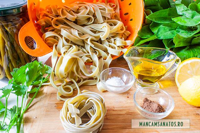 ingrediente pentru paste integrale cu spanac, asezonate cu fasole verde si sos de leurda