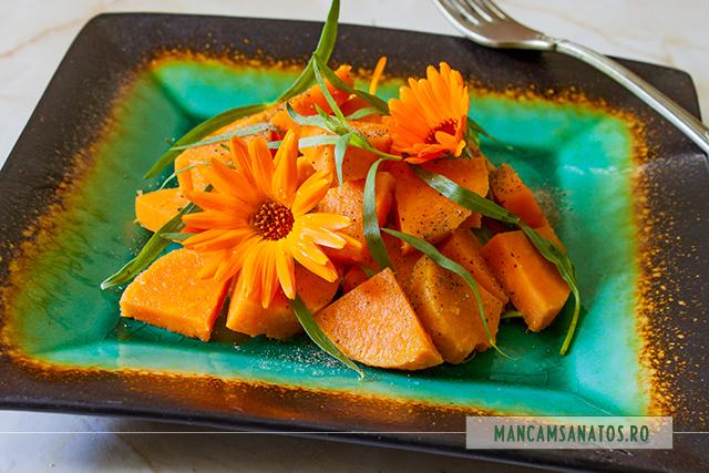 cartofi dulci, cu tarhon, piper si flori de galbenele