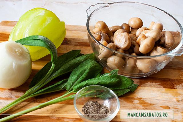 ingrediente pentru ciuperci conservate, asezonate cu salvie verde si piper