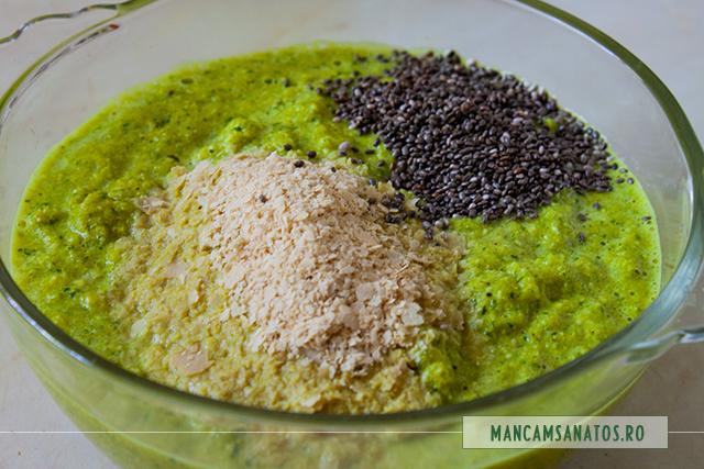 seminte de chia si drojdie inactiva, adaugate, pentru crema raw-vegana de castraveti, cu seminte, mirodenii, stir si rucola