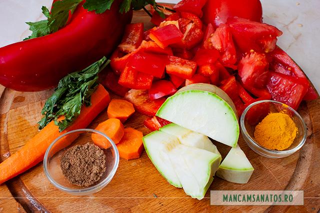 ingrediente pentru supa rece de ardei capia, cu turmeric si coriandru macinat