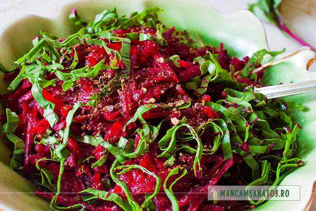 salata de sfecla rosie cu frunze, asezonata picant cu ienibahar si otet balsamic