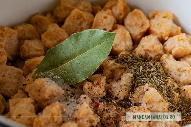 soia texturata, la fiert, cu mirodenii, pentru ostropel vegan