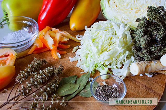 ingrediente pentru varza tocata si ardei, la murat, in suc propriu