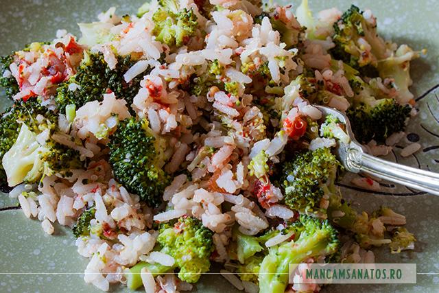broccoli si orez brun cu quinoa, asezonate picant, detaliu