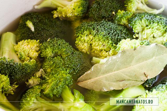 broccoli fiert, pentru broccoli si orez brun cu quinoa, asezonate picant