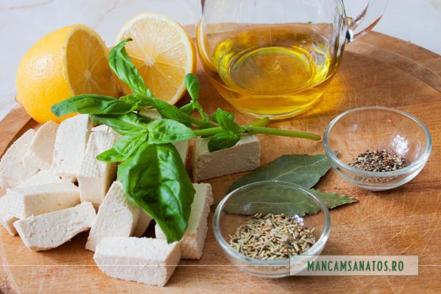 ingrediente pentru tofu, in marinata cu busuioc verde si mirodenii
