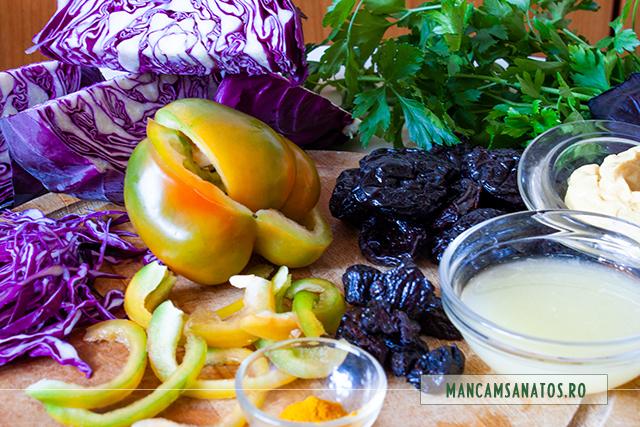 ingrediente pentru salata de varza rosie cu prune uscate si dressing de mustar