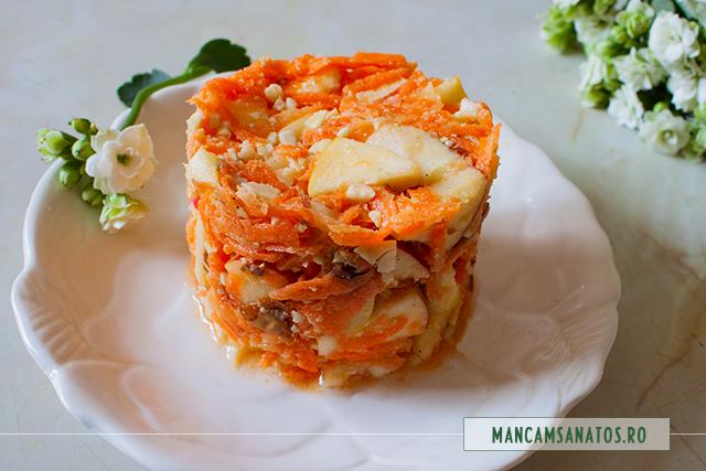 salata de morcov, mere si migdale, cu dressing de miere si lamaie
