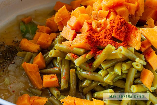 ingrediente fierte pentru fasole verde, cu cartofi dulci, cimbru si ghimbir