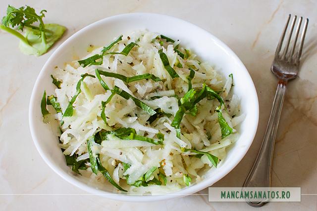 salata de gulie, cu seminte de canepa si frunze de papadie