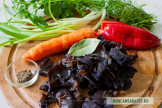 ingrediente pentru tocana cu ciuperci urechi de lemn