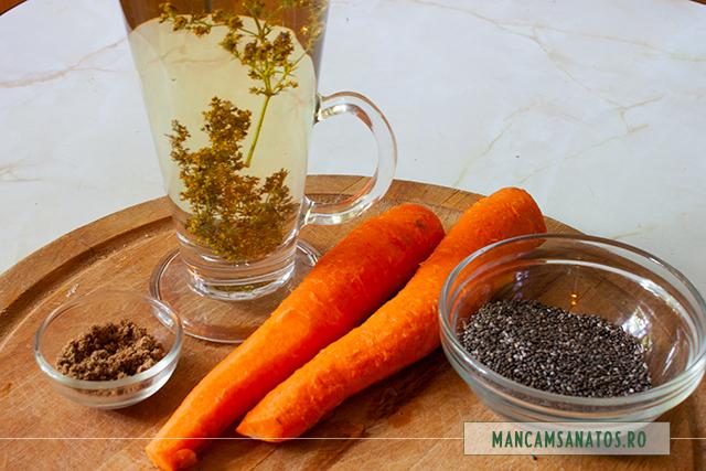 ingrediente pentru mic dejun cu morcovi si chia hidratata in apa enzimatica cu flori de sanziene