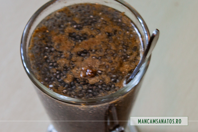 seminte de chia hidratate in apa enzimatica cu flori de sanziene, si coriandru, pentru  mic dejun