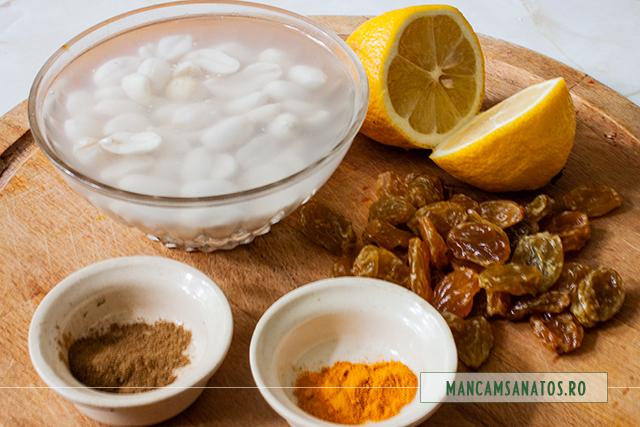 ingrediente pentru bautura hranitoare si antioxidanta, cu alune crude, stafide si mirodenii