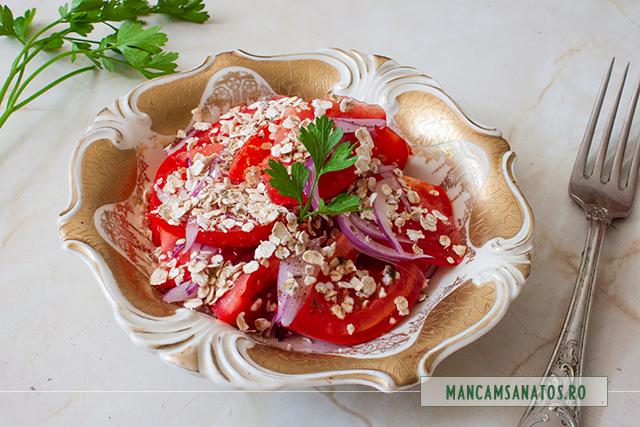 salata de rosii si ceapa, cu fulgi de ovaz